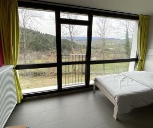 Chambre 4 lits simples avec salle de bain privative (vue sur la montagne)